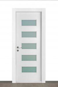 דלת 5 חלונות בצבע לבן wpc